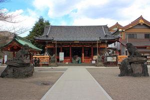 800px-Asakusa_shrine_2012.jpg